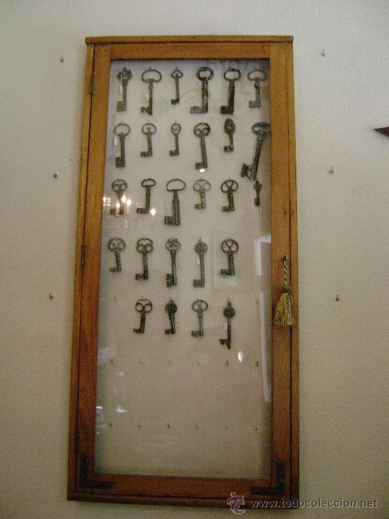 VITRINA EXPOSITOR PARA LLAVES ANTIGUAS (Antigüedades - Técnicas - Cerrajería y Forja - Llaves Antiguas)