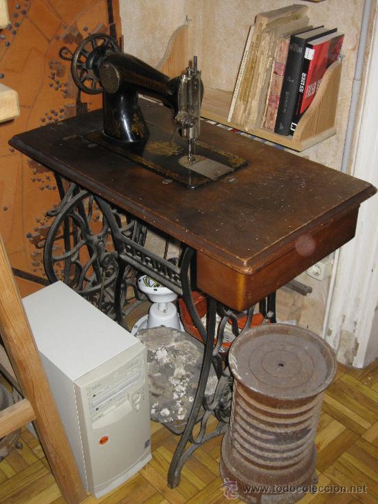 Antigüedades: Máquina de coser Singer, con mueble, funciona, solo falta correa de cuero - Foto 2 - 26603704