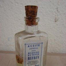 Antigüedades: ANTIGUA BOTELLA DE ACEITE ESPECIAL PARA MAQUINA DE COSER REFREY. Lote 26771352