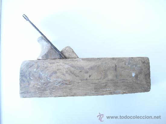 Antigüedades: Antiguo cepillo o garlopa de capintero. La marca del cepillo es una torre y de la cuchilla un gallo. - Foto 3 - 25532404