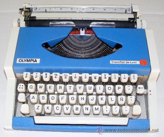 MUY BUENA MAQUINA DE ESCRIBIR , FUNCIONA CORRECTAMENTE , MEDIDAS 31 X32 CM. (Antigüedades - Técnicas - Máquinas de Escribir Antiguas - Otras)
