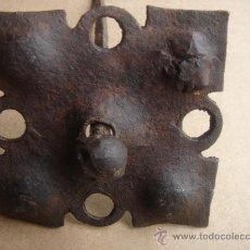 Antigüedades: CLAVO ANTIGÜO DE FORJA -S-XVIII-. 17 CMS DE LONGUITUD Y LA CAZOLETA MIDE 7,750X7,750 CMS.. Lote 27247510