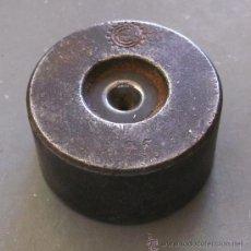 Antigüedades: CALIBRADOR DE HILO PARA JOYERO - MARCA 0,55, 511151 (HIERRO, 2,8X1,5CM APROX). Lote 25909968