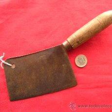 Antigüedades: ANTIGUO CUCHILLO HACHA DE COCINA EN HIERRO FORJADO FORJA. Lote 26026037