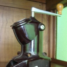 Antigüedades: ANTIGUO MOLINILLO DE CAFÉ DE BAKELITA. Lote 29125868