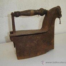 Antigüedades: PLANCHA DE CARBON ANTIGUA. Lote 26054961