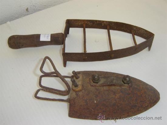 Antigüedades: plancha y apoyador de ella - Foto 2 - 26055196
