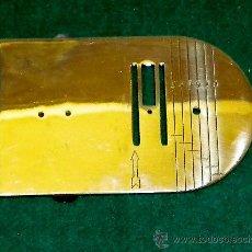 Antigüedades: PIEZA DE BASE METÁLICA DE MAQUINA DE COSER ( DESCONOCIDA ). Lote 27593779