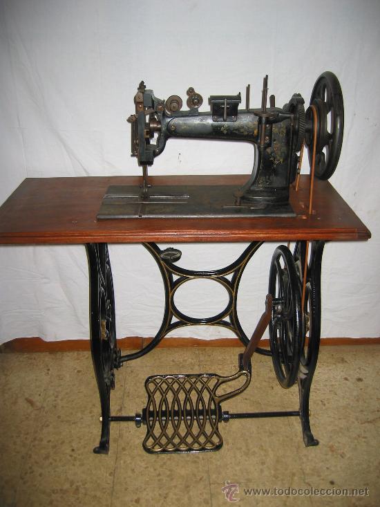 Preciosa máquina de coser antigua atlas - Vendido en Venta