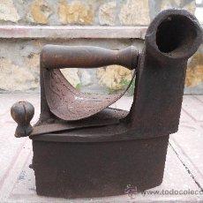 Antigüedades: PRECIOSA Y ANTIQUISIMA PLANCHA DE HIERRO FUNDIDO DE CARBON.. Lote 26584279