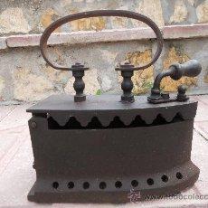 Antigüedades: PRECIOSA Y ANTIQUISIMA PLANCHA DE HIERRO FUNDIDO DE CARBON.. Lote 26584358