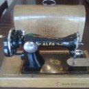 Antigüedades: MAQUINA DE COSER ALFA (PORTATIL). Lote 26842857