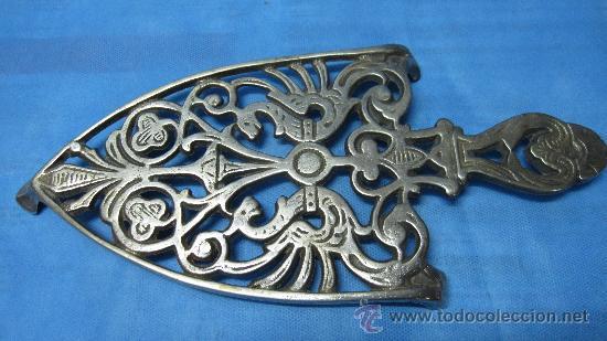 Precioso soporte antiguo de metal para plancha comprar - Planchas de metal ...