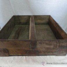 Antigüedades: DOBLE FANEGA DE MADERA DE NOGAL.. Lote 27647035