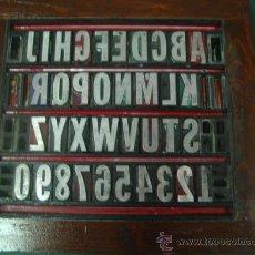 Antigüedades: IMPRENTA - LETRAS DE PLOMO - CUADRO COLLAGE TIPOGRAFICO - REF 96 FRANKLIN GOTHIC. Lote 236642460