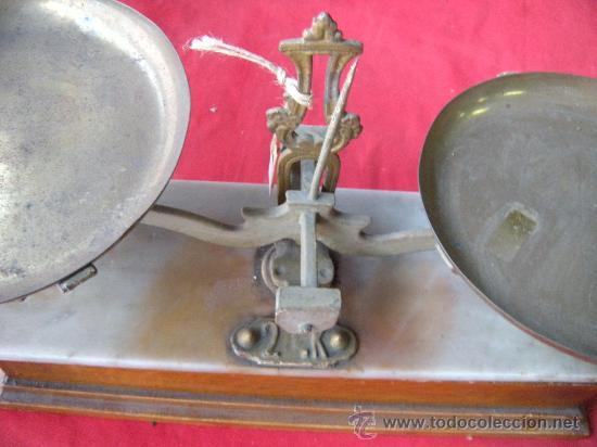 FARMACIA. ANTIGUO Y LUJOSO PESO BALANZA DE MADERA Y MARMOL DE SOBREMESA. (Antigüedades - Técnicas - Medidas de Peso - Balanzas Antiguas)