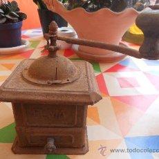 Antigüedades: ANTIQUISIMO MOLINILLO DE LA MARCA ELMA , METALICO Y CON LOS POMOS DE MADERA.. Lote 27963391