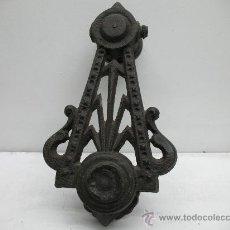 Antigüedades: ANTIGUO LLAMADOR DE PUERTA - DE METAL . Lote 28044680