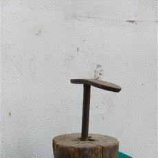 Antigüedades: YUGO DE ZAPATERO ANTIGUO. Lote 28314453