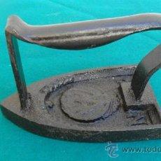 Antigüedades: PLANCHA DE HIERRO. Lote 28316108