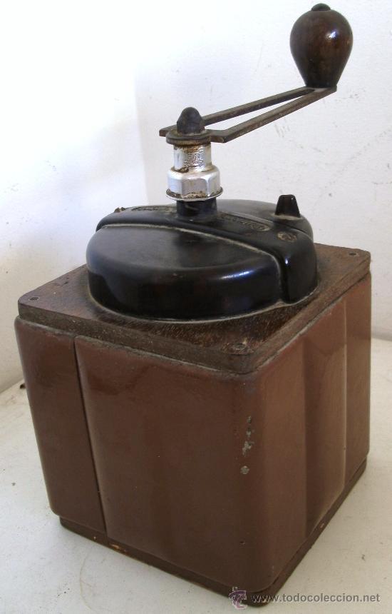 Antigüedades: molinillo de cafe peugeot freres, de chapa, madera y baquelita (12x12x18cm aprox) - Foto 2 - 28317890