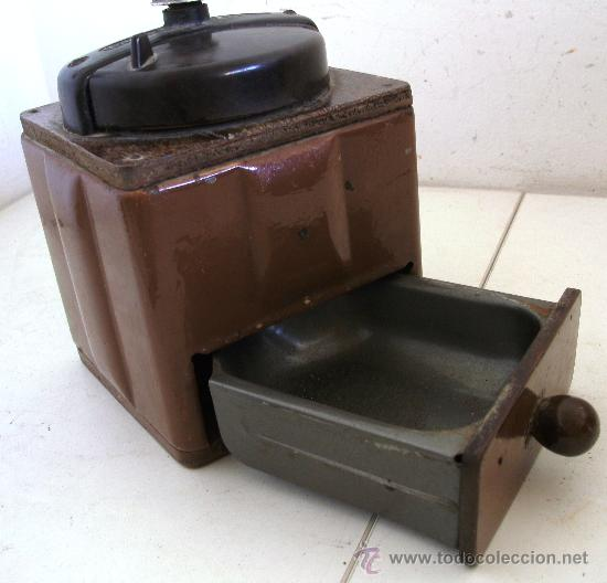 Antigüedades: molinillo de cafe peugeot freres, de chapa, madera y baquelita (12x12x18cm aprox) - Foto 4 - 28317890