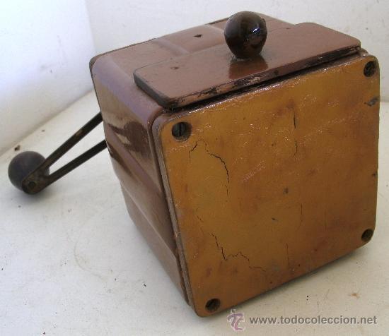 Antigüedades: molinillo de cafe peugeot freres, de chapa, madera y baquelita (12x12x18cm aprox) - Foto 5 - 28317890