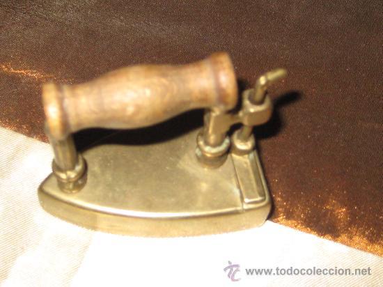 PLANCHA DE BRONCE EN MINIATURA ( CAJA PASTILLAS ) (Antigüedades - Técnicas - Planchas Antiguas - Varios)