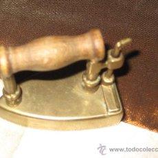 Antigüedades: PLANCHA DE BRONCE EN MINIATURA ( CAJA PASTILLAS ). Lote 28355270