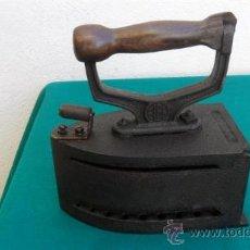 Antigüedades: PLANCHA ANTIGUA DE CARBON. Lote 28422798
