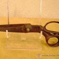 Antigüedades: TIJERAS DE SASTRE DE FORJA SIGLO XVIII-XIX. Lote 28909872