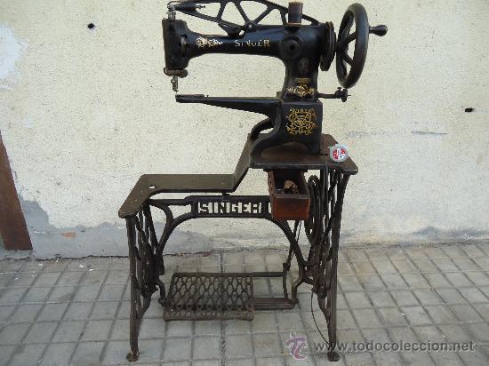 Muy antigua e impresionante maquina de coser de - Vendido