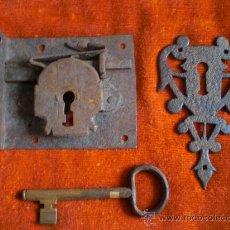 Antigüedades: CERRADURA LLAVE Y BOCALLAVE DE FORJA S XVIII- XIX FUNCIONANDO.. Lote 29013706