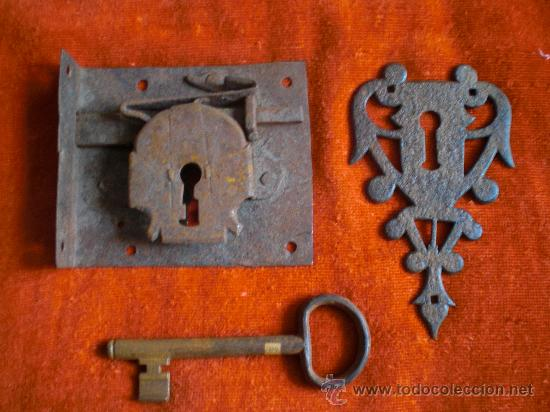 Antigüedades: CERRADURA LLAVE Y BOCALLAVE DE FORJA S XVIII- XIX FUNCIONANDO. - Foto 2 - 29013706
