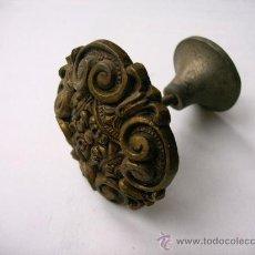Antigüedades: TIRADOR ANTIGUO DE LATÓN (GRANDE). Lote 29206936