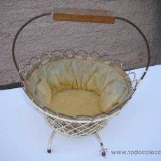 Antigüedades: COSTURERO ANTIGUO EN FORMA DE CESTA.. Lote 29245599