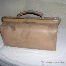 Antigüedades: MALETIN DE CUERO DE MEDICO, . MEDIDA 46 ANCHO 22 CM. ALTO. Lote 29377215