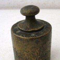 Antigüedades: PESA DE 500G DE LATON, CUÑOS ILEGIBLES (6,5X4CM APROX). Lote 29545045