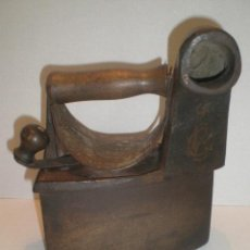 Antigüedades: ANTIGUA PLANCHA DE CHIMENEA. Lote 29194653
