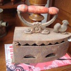 Antigüedades: ANTIGUA PLANCHA DE CARBON EN FUNDICION. Lote 29726068