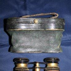 Antigüedades: BELLOS BINOCULARES PARA TEATRO EN METAL, PLÁSTICO Y BAQUELITA - CON FUNDA. Lote 29762890