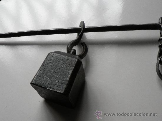 Antigüedades: romana de forja y hierro balanza siglo XVIII O XIX bien cuidada pilon cuadrado - Foto 3 - 29823409