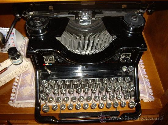 MÁQUINA ESCRIBIR ANTIGUA SEMINUEVA. (Antigüedades - Técnicas - Máquinas de Escribir Antiguas - Olivetti)