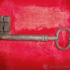 Antigüedades: LLAVE SIGLO XVIII , EN HIERRO .. Lote 29923663
