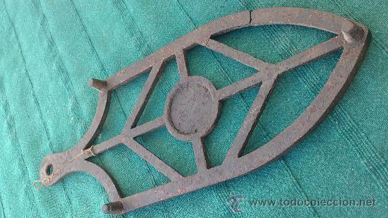 Antigüedades: PIE DE PLANCHA( PIE, SOPORTE O PLANCHERO ) - Foto 4 - 29981751