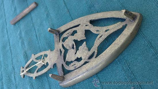 Antigüedades: PIE DE PLANCHA( PIE, SOPORTE O PLANCHERO ) - Foto 2 - 29981640