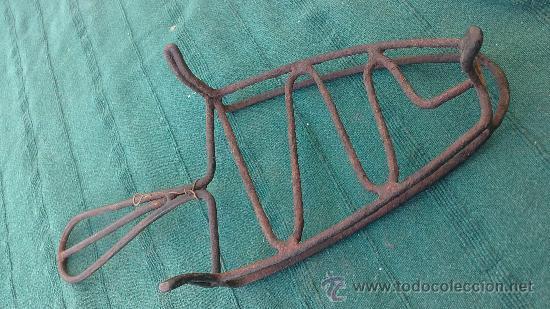 Antigüedades: PIE DE PLANCHA( PIE, SOPORTE O PLANCHERO ) - Foto 2 - 29981595