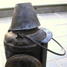 Antigüedades: FAROL FERROVIARIO / LAMPARA DE FERROCARRILES DE LA INDIA, I.R.S. SA. S700 BOMBAY (36CM APROX). Lote 29964293