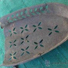 Antigüedades: PIE DE PLANCHA( PIE, SOPORTE O PLANCHERO ). Lote 29981584