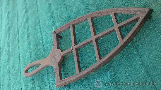 PIE DE PLANCHA( PIE, SOPORTE O PLANCHERO ) (Antigüedades - Técnicas - Planchas Antiguas - Varios)